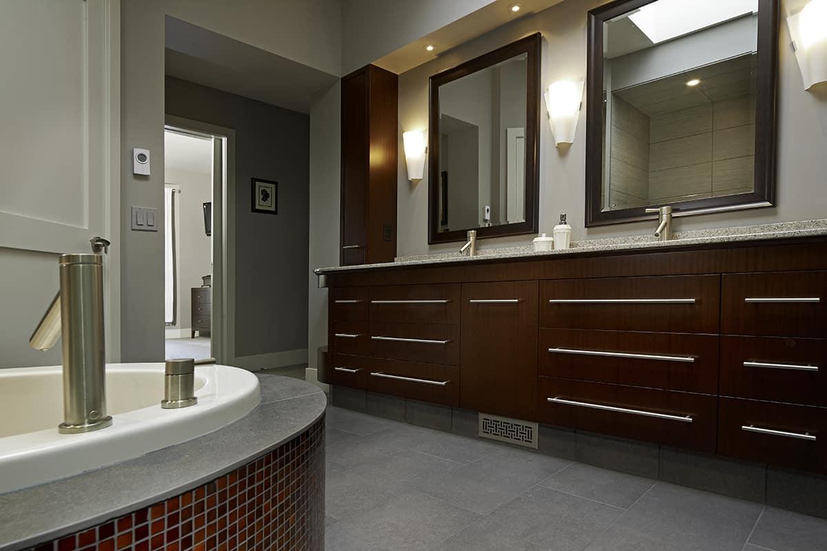 Mackenzie Lake residence bathroom